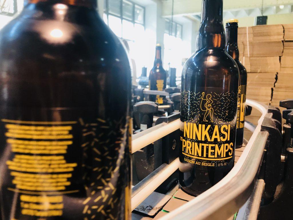 Embouteillage des bières Ninkasi de Printemps