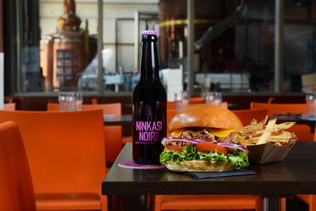 Ninkasi Noire et Burger Pork N Roll