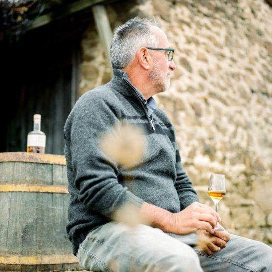 Louis Chèze et le whisky Ninkasi © Ksenia Vysotskaya